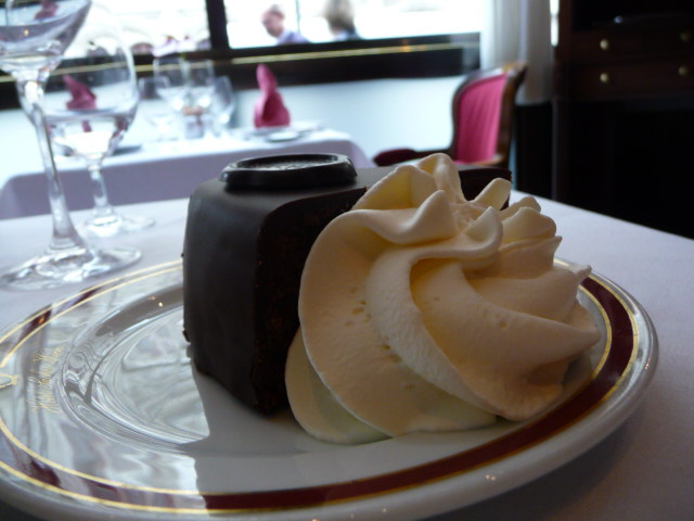 Sachertorte am Rote Bar